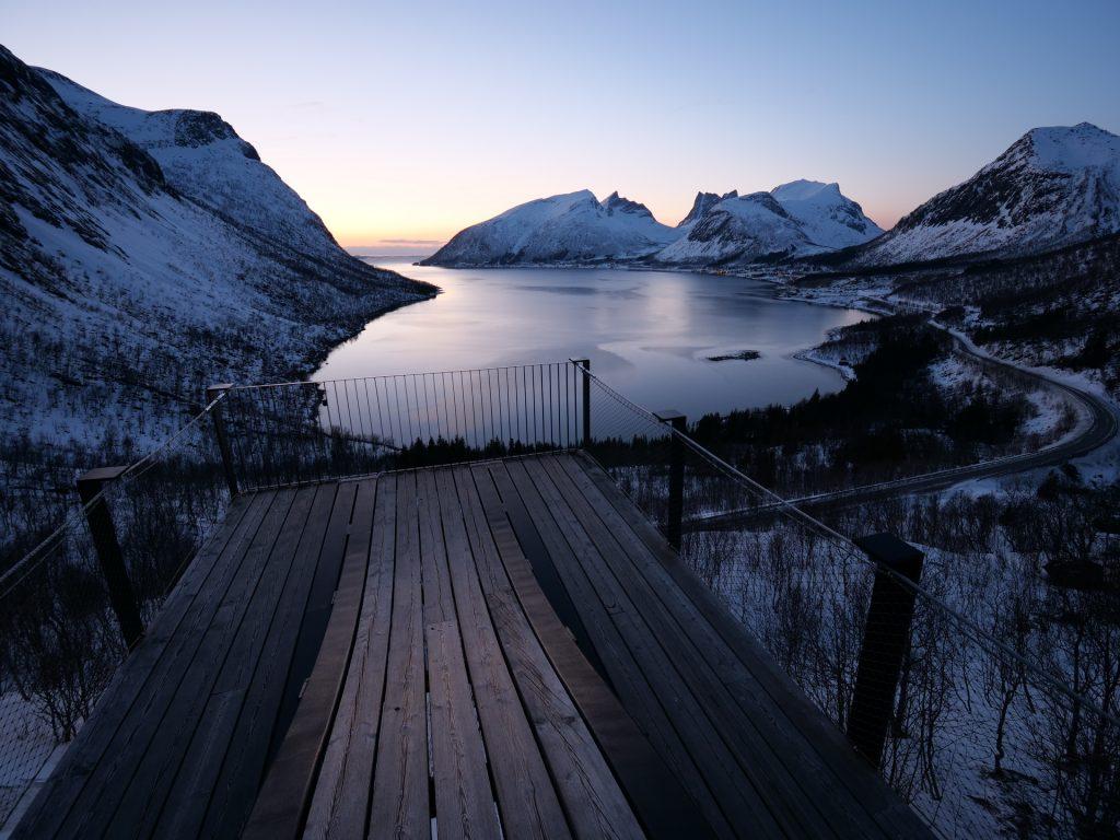 Lo splendido panorama del Bergsfjord al tramonto, Senja